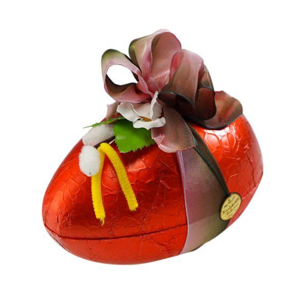 Schokoladen-Ei mit Pralinen gefüllt